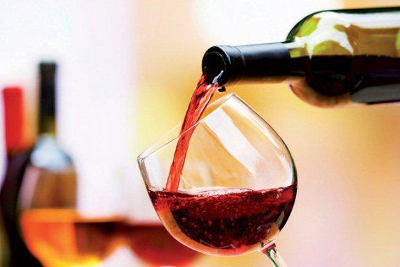 Dị ứng rượu vang là gì? Biểu hiện và cách phòng tránh